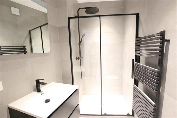 74 Rue de la Source Saint- Gilles,1060,1 la Salle de bainSalle de bain,Appartement,Rue de la Source,1,3907099